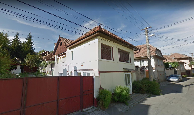 Casa D+P + casa P + garaj + teren intravilan 348mp, Reghin, jud. Mures